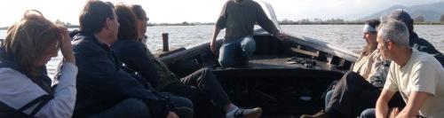 In navicello al tramonto sul lago di Massaciuccoli